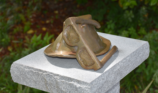 Sculpture of hat and glasses